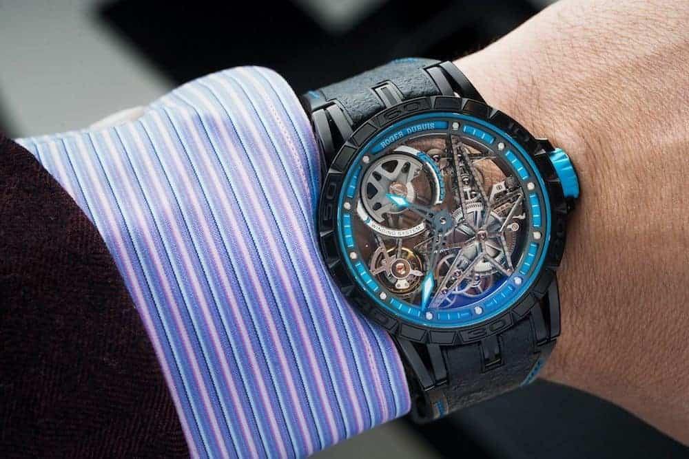 Am Arm wirkt die Excalibur sehr moderat, Kenner werden jedoch das exzellente Uhrwerk erkennen.