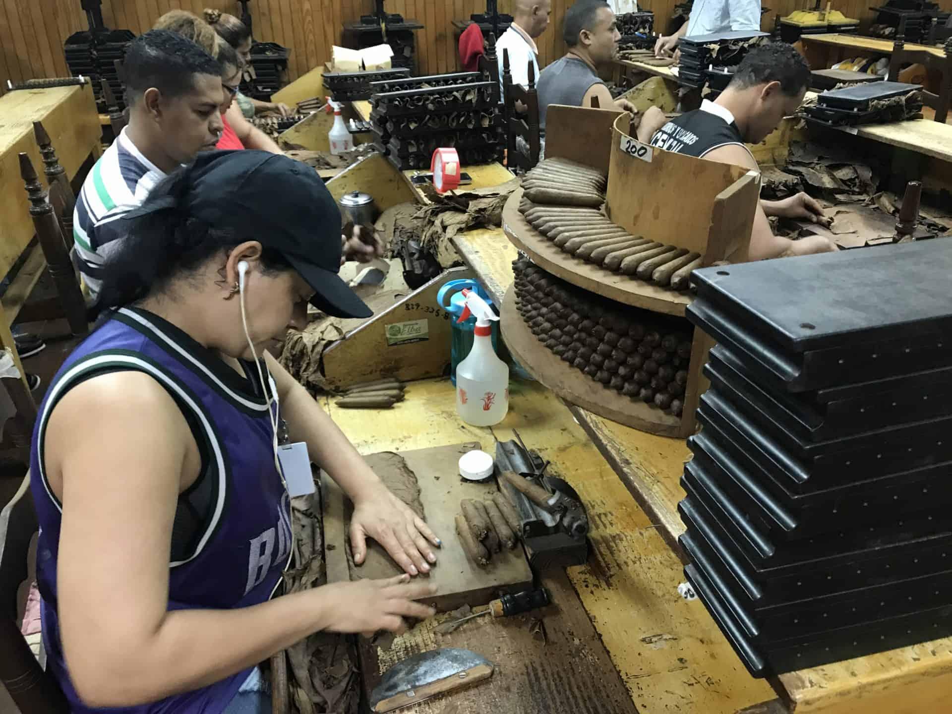 Handarbeit ist entscheidend in der Zigarrenherstellung