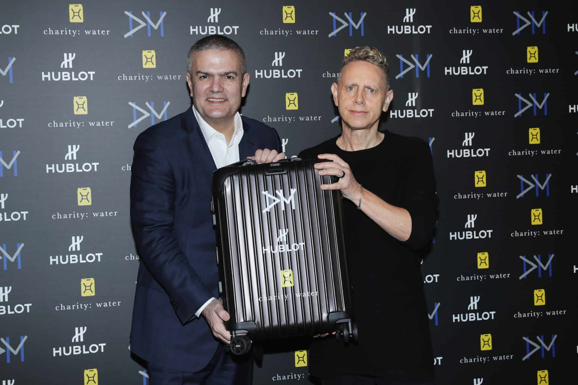 Ricardo Guadalupe und Martin Gore Big Bang Depeche Mode The Singles Limited Edition in einem Rimowa Koffer
