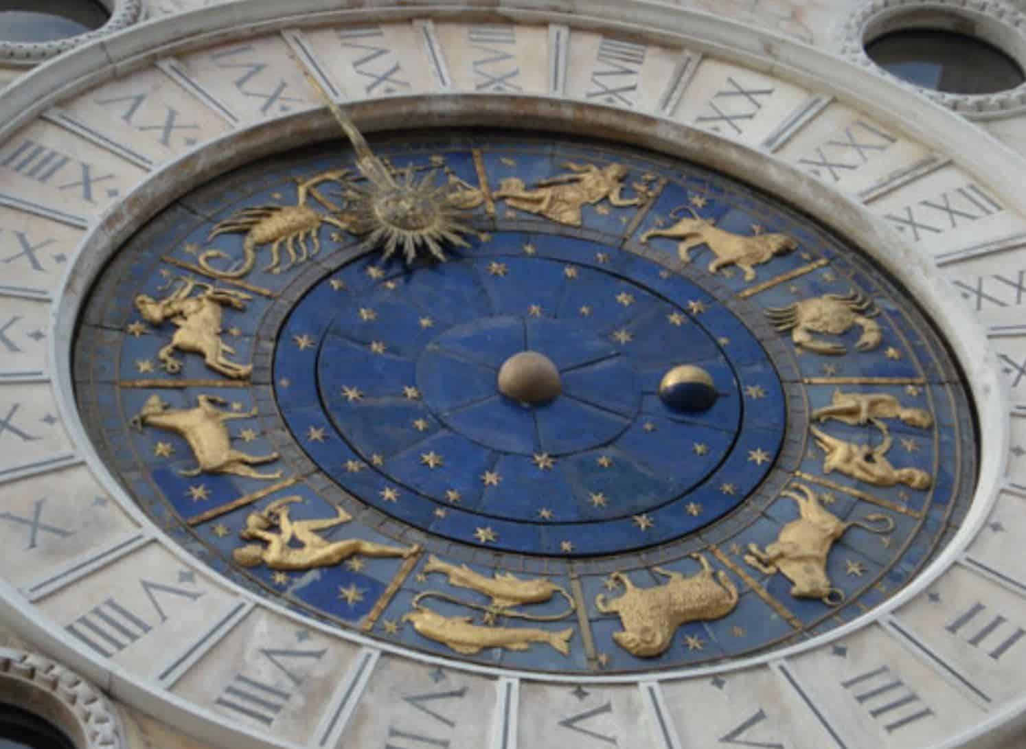 Astrologische Uhr Uhrenturm Markusplatz in Venedig