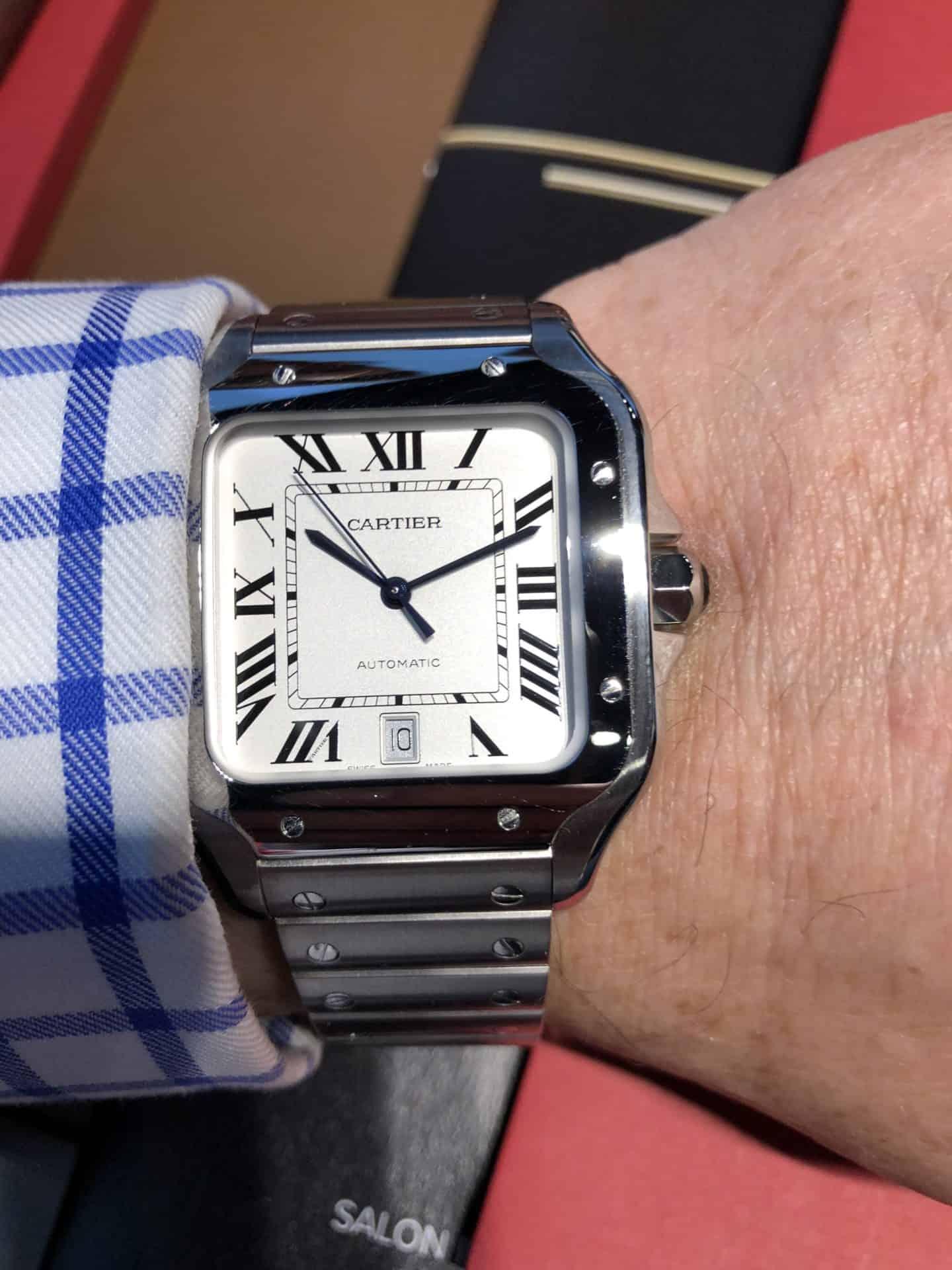 Ein Klassiker des Uhrendesigns und in Frankreich extrem beliebt - die Santos von Cartier
