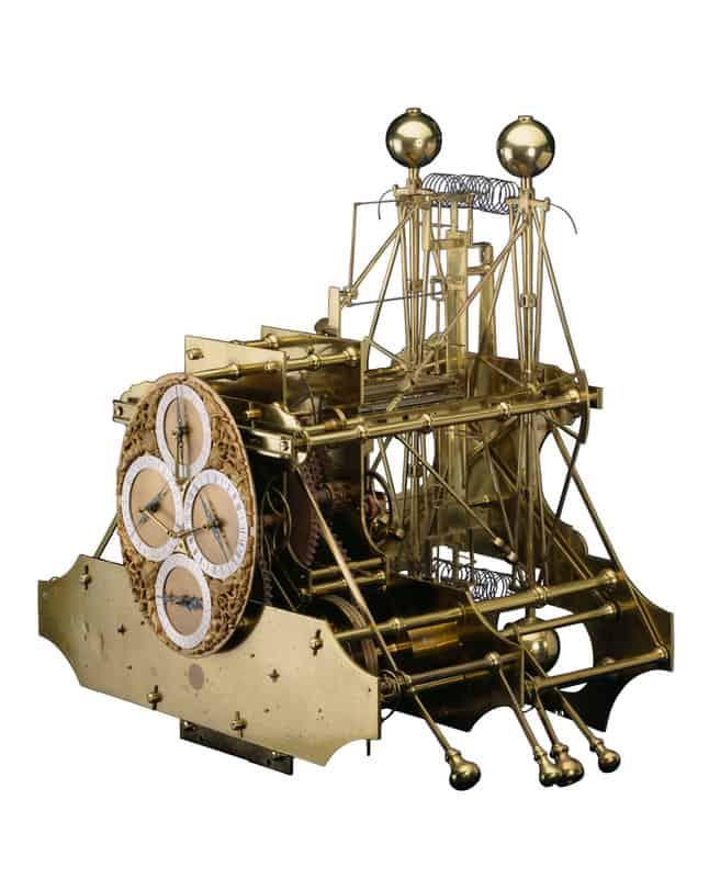 """Die 36 kg schwere Versuchs-Seeuhr """"H1"""" von John Harrison mit zwei Federhäuser, Temperatur-Kompensation, vier Zifferblättern für Sekunden, Minuten, (24) Stunden und Datum"""