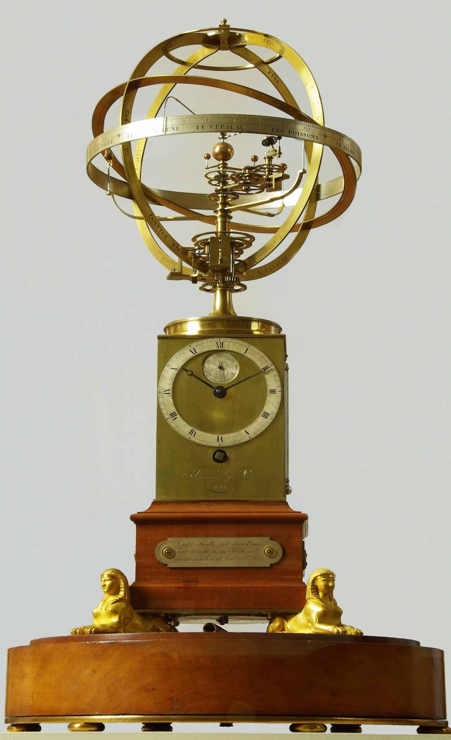 Der Uhrmacher und Astronom Antide Janvie mit einer Planetarium-Uhr.