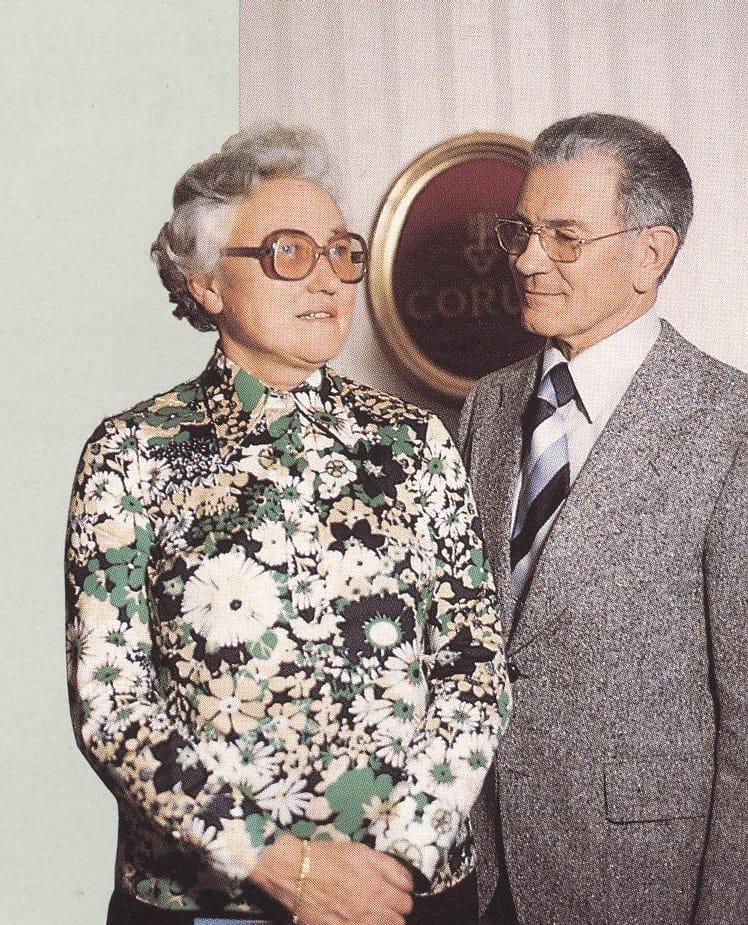 Die Corum Gründer Simone Ries und Rene Bannwart auf einer Ausnahme des Jahres 1956