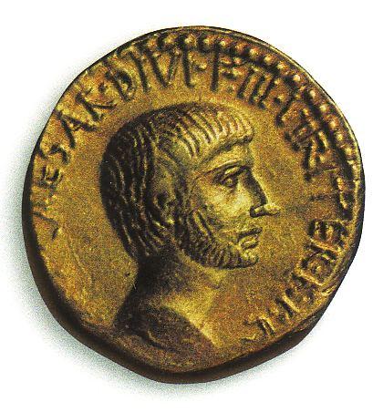 Gajus Julius Caesar prägte Münzen mit seinem Konterfei und einen Monatsnamen gab es gleich mit dazu