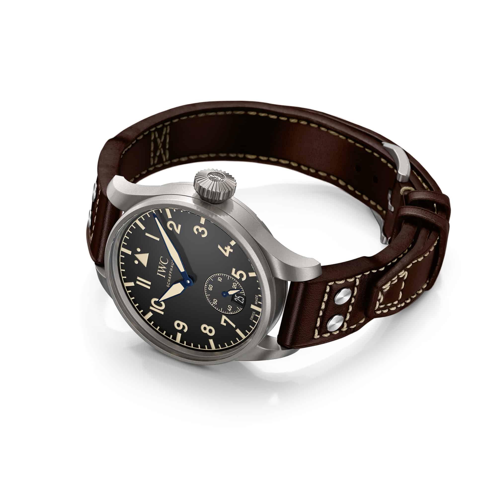 Auch nicht unbedingt schmächtig, aber die 48 mm Version der IWC Pilot`s Heritage Watch trägt sich gut und ist ein Ausrufezeichen am Arm