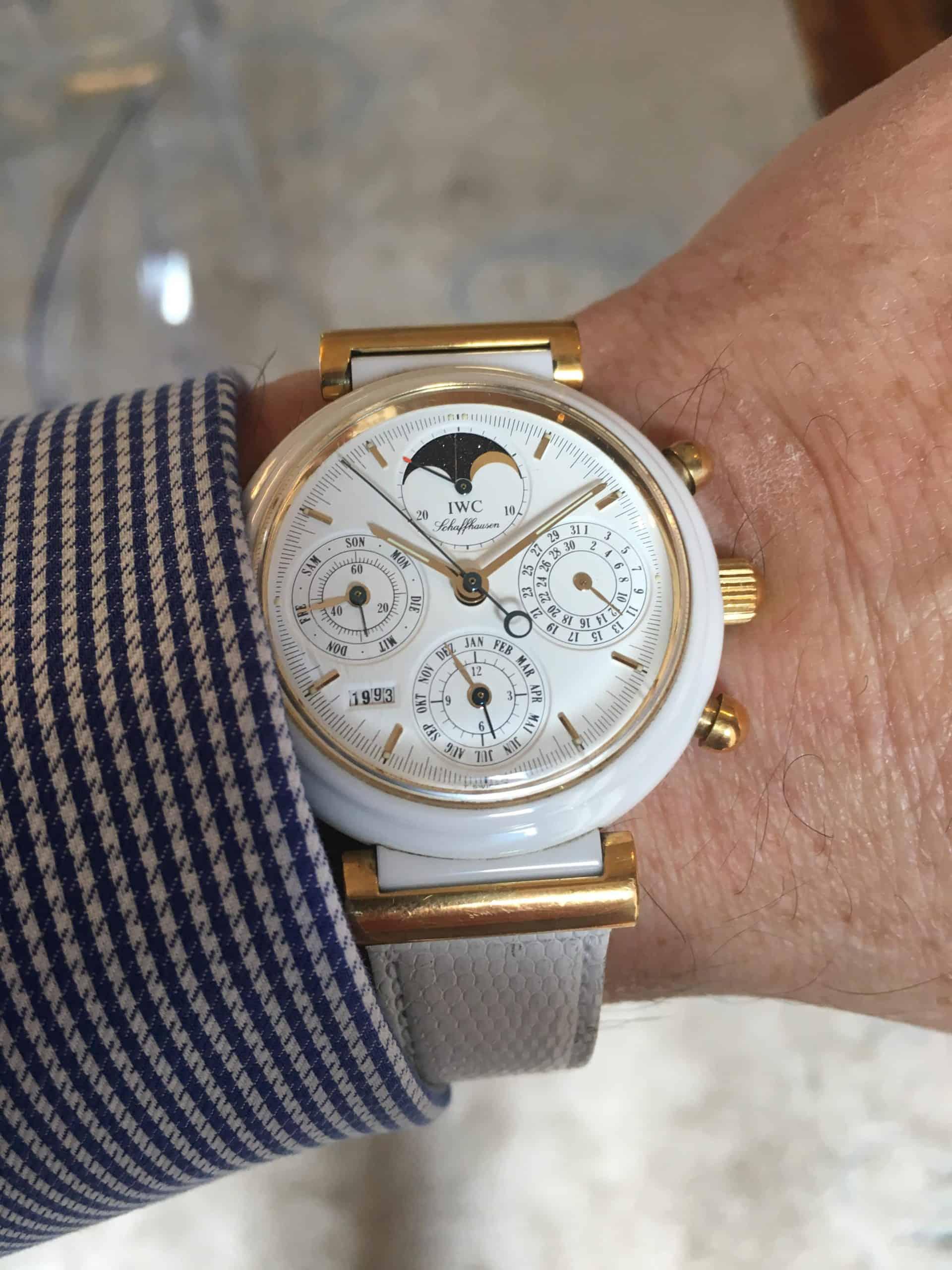 Die weiße Uhr IWC da Vinci mit weißem Keramik-Gehäuse