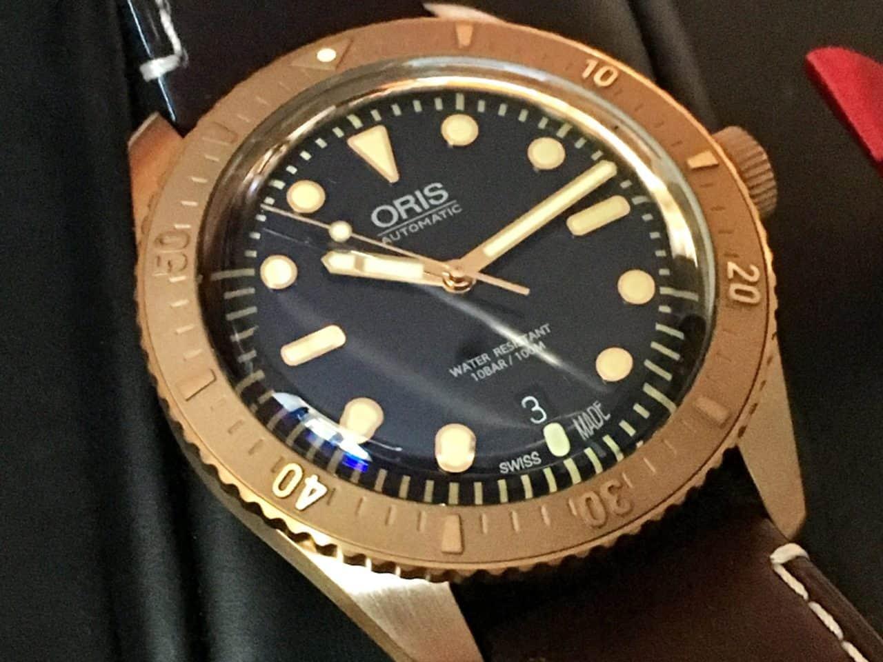 Die Bronze-Taucheruhr Oris Divers Sixty-Five Carl Brashear ist eine Reminiszenz