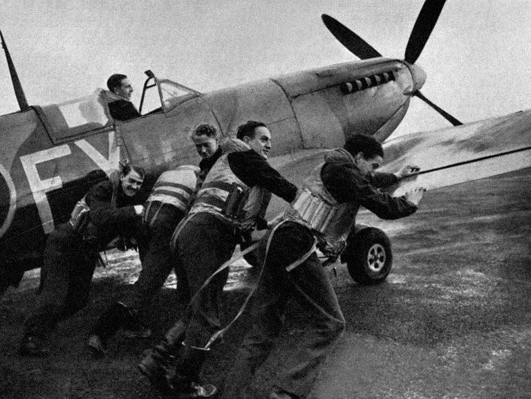 Der mitunter körperliche Einsatz der Piloten erforderte von den Pilotenuhren trotz hoher Technik eine gewisse Robustheit