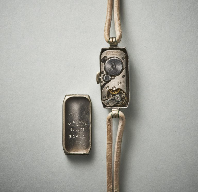 Das Uhrwerk von Gruen ist robust und schlicht gehalten