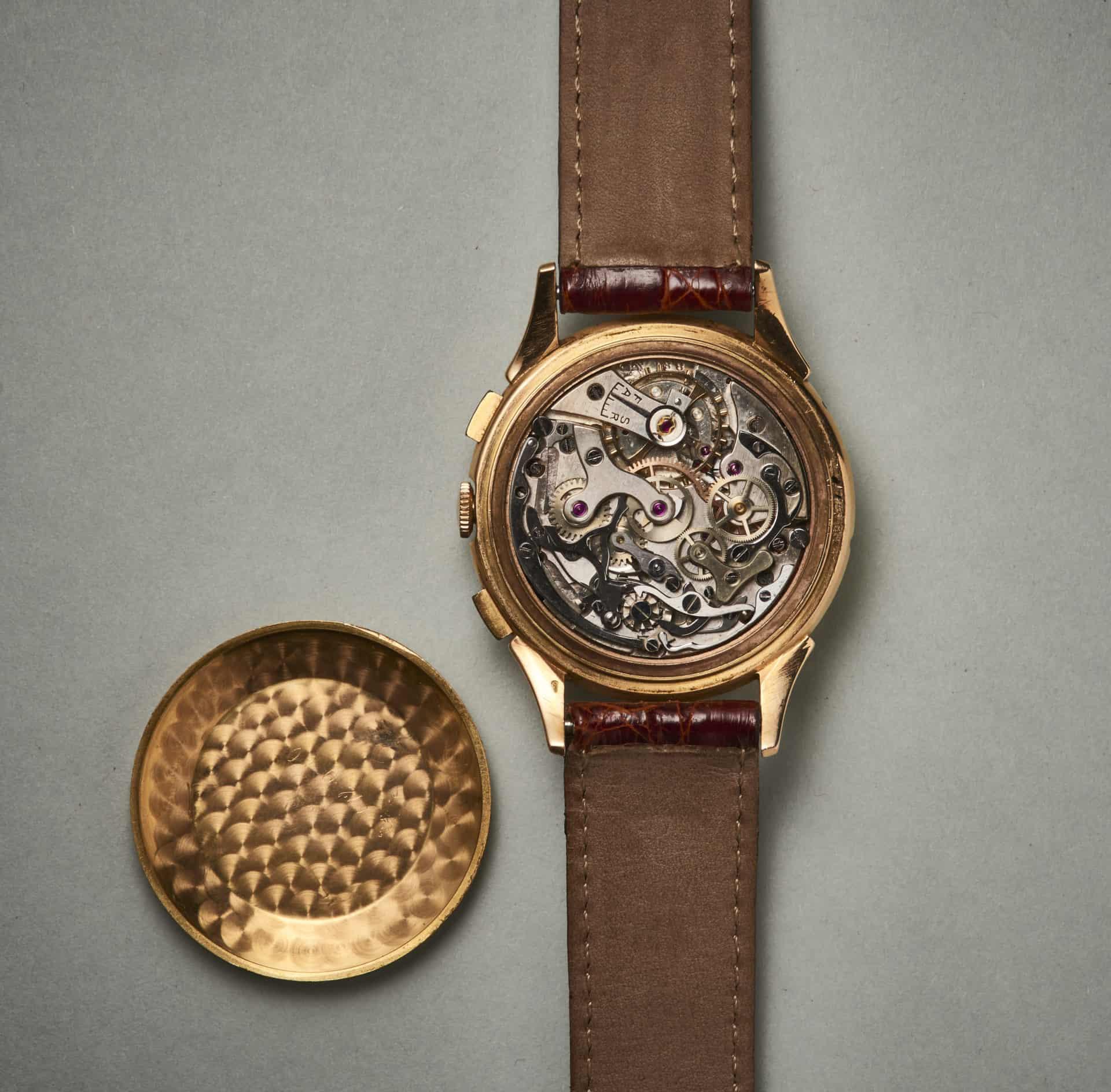 Die Chronographen-Kadratur ist sorgfältig feinbearbeitet. Alle Stahlteile besitzen anglierte Kanten und polierte Oberflächen