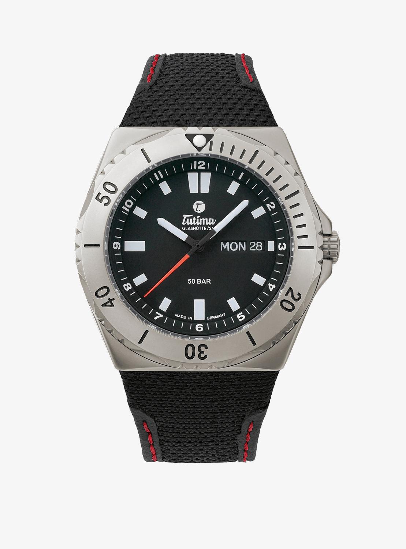 Eine schöne Taucheruhr ist die Tutima M2 Seven Seas für 1670 Euro