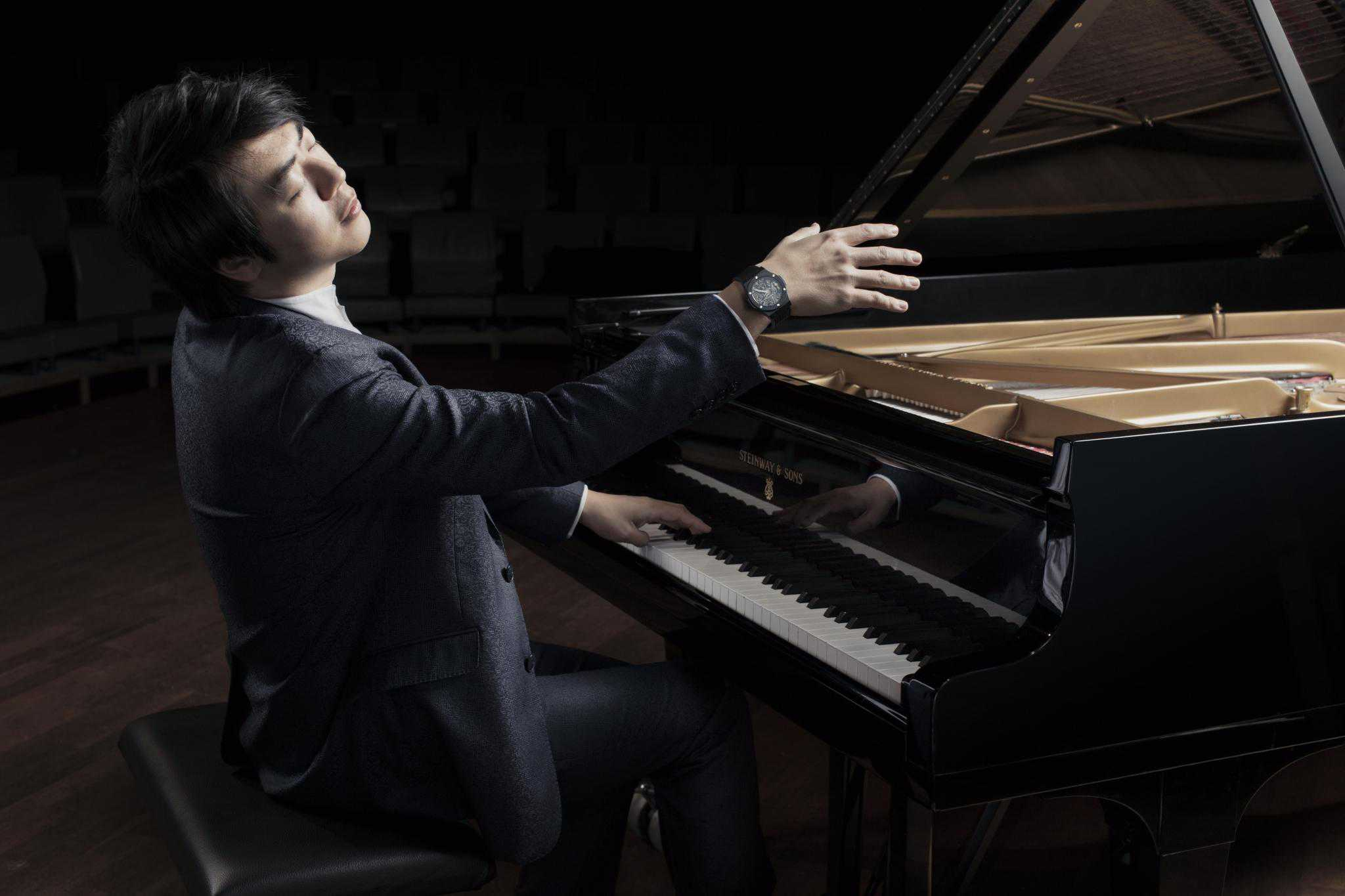 Hublot Markenbotschafter Lang Lang am Klavier