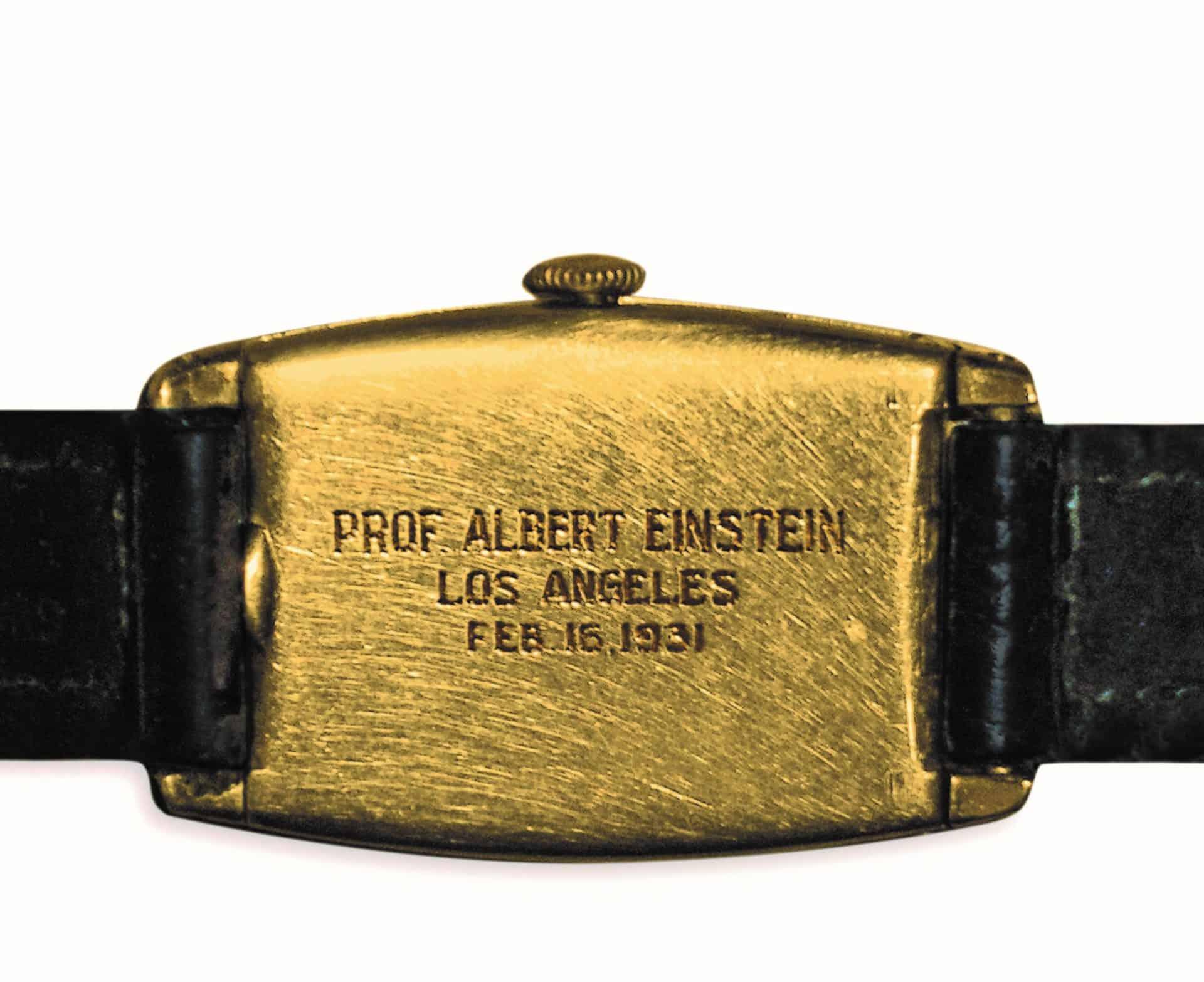 Die schlichte Inschrift hält fest, dass Einstein am 16. Februar 1931 die Uhr geschenkt bekam. Ob er geahnt hat, was sie einmal wert sein würde?