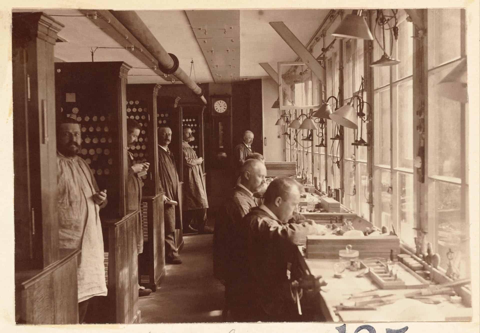 Die Longines Werkstätten waren hell und gut strukturiert. Gleichwohl waren die Arbeitszeiten noch lang und der Samstag fester Arbeitstag