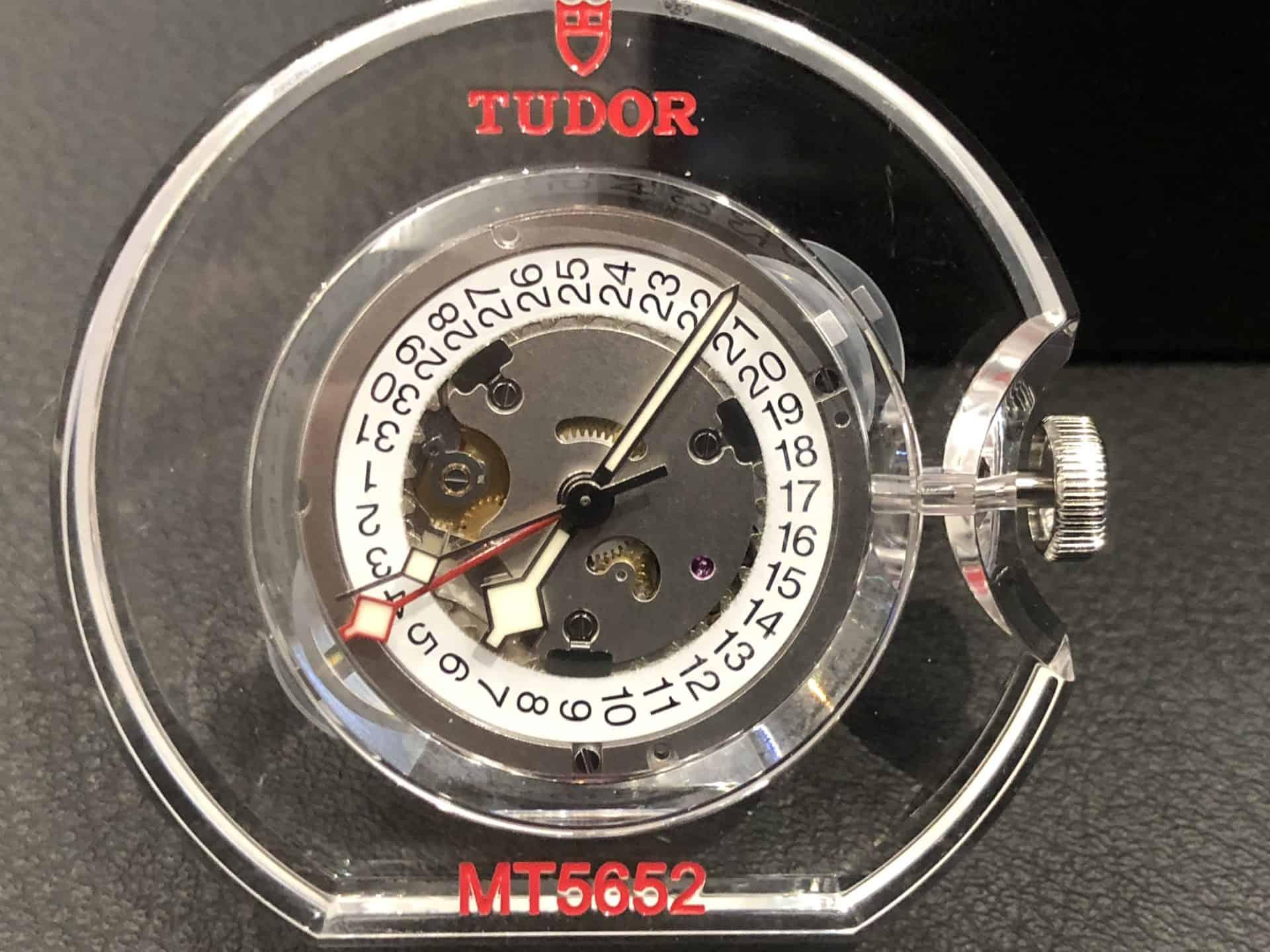 Das Tudor-Kaliber MT 5652 mit Zeitzonendispositiv unter dem Zifferblatt