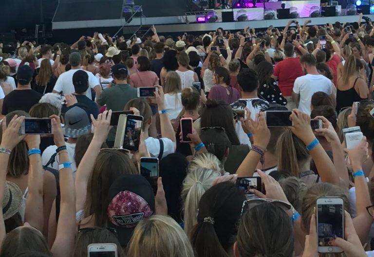 Mobiltelefon ja klar. Uhr? Nein. Konzerte zeigen ein eindrucksvolles Bild der Lage.