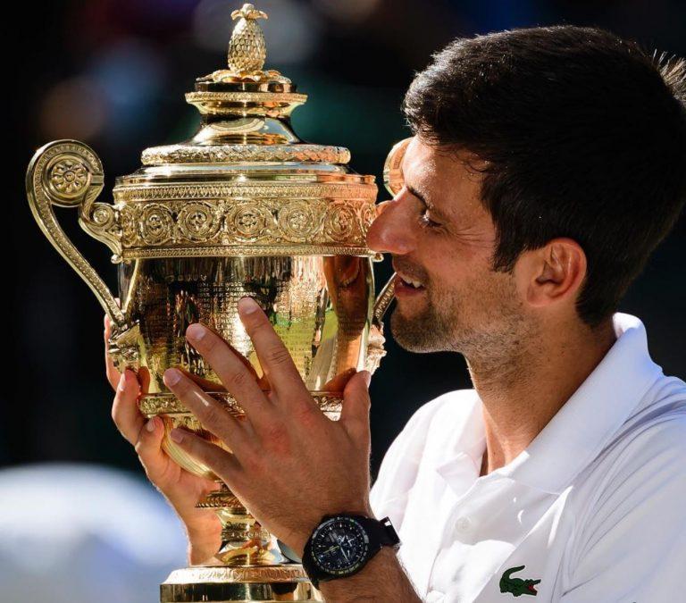 Kann es schönere Bilder für eine Uhrenmarke geben, dann am Handgelenk des Sportlers beim Heben der Wimbledon Trophäe?