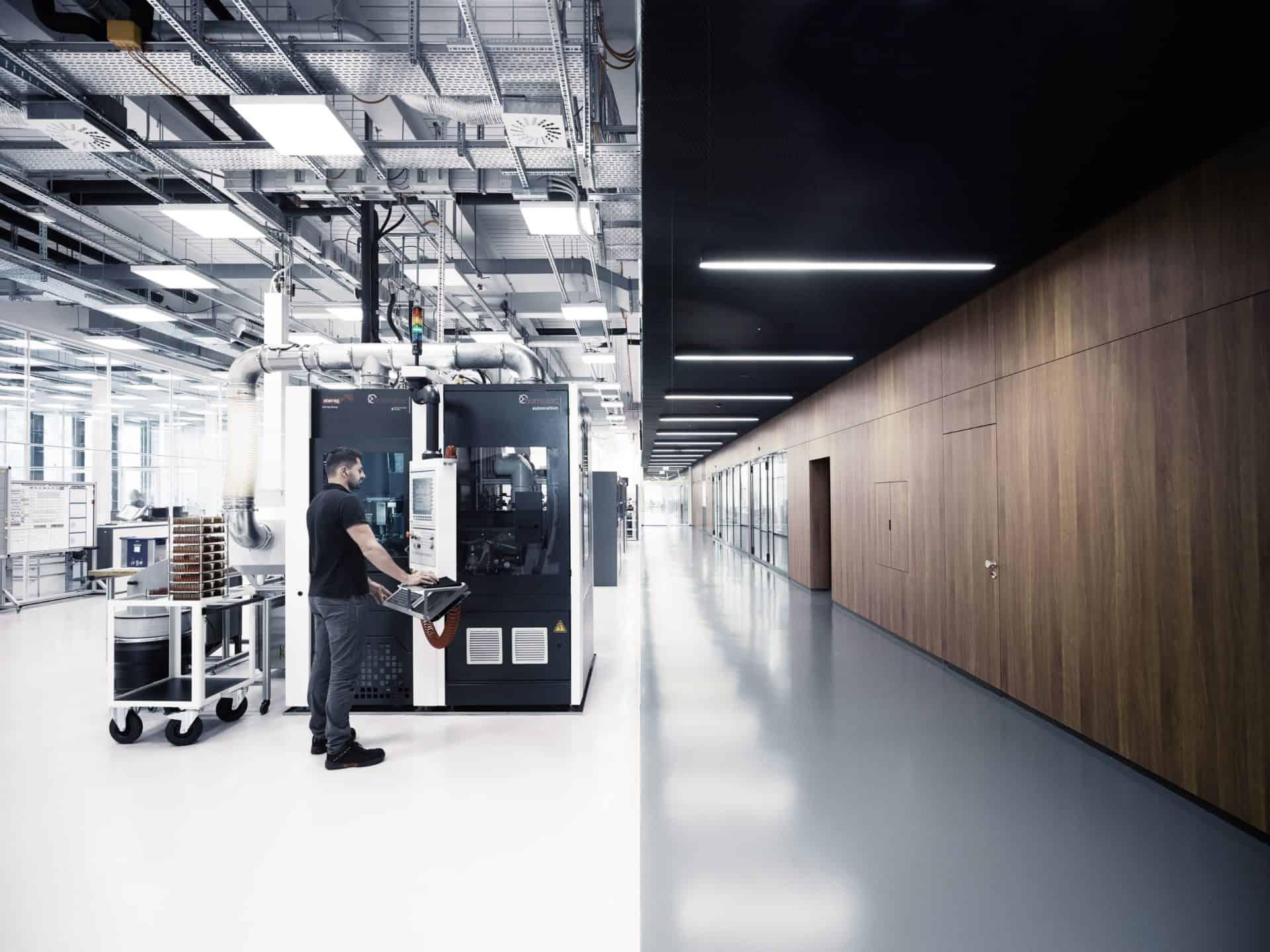 IWC Produktion von Werkekomponenten in den Räumen der neuen IWC Manufaktur