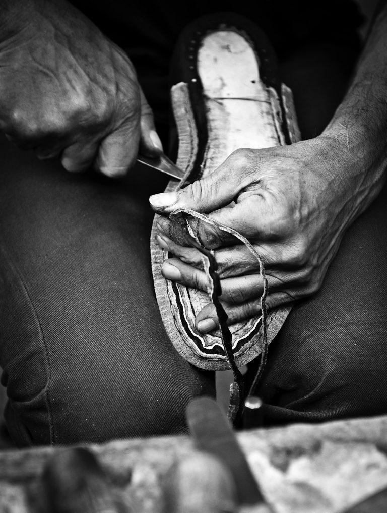 Gute Rohstoffe, das Wissen um die Verarbeitung und viel Handarbeit ist die Basis eines guten Schuhs.