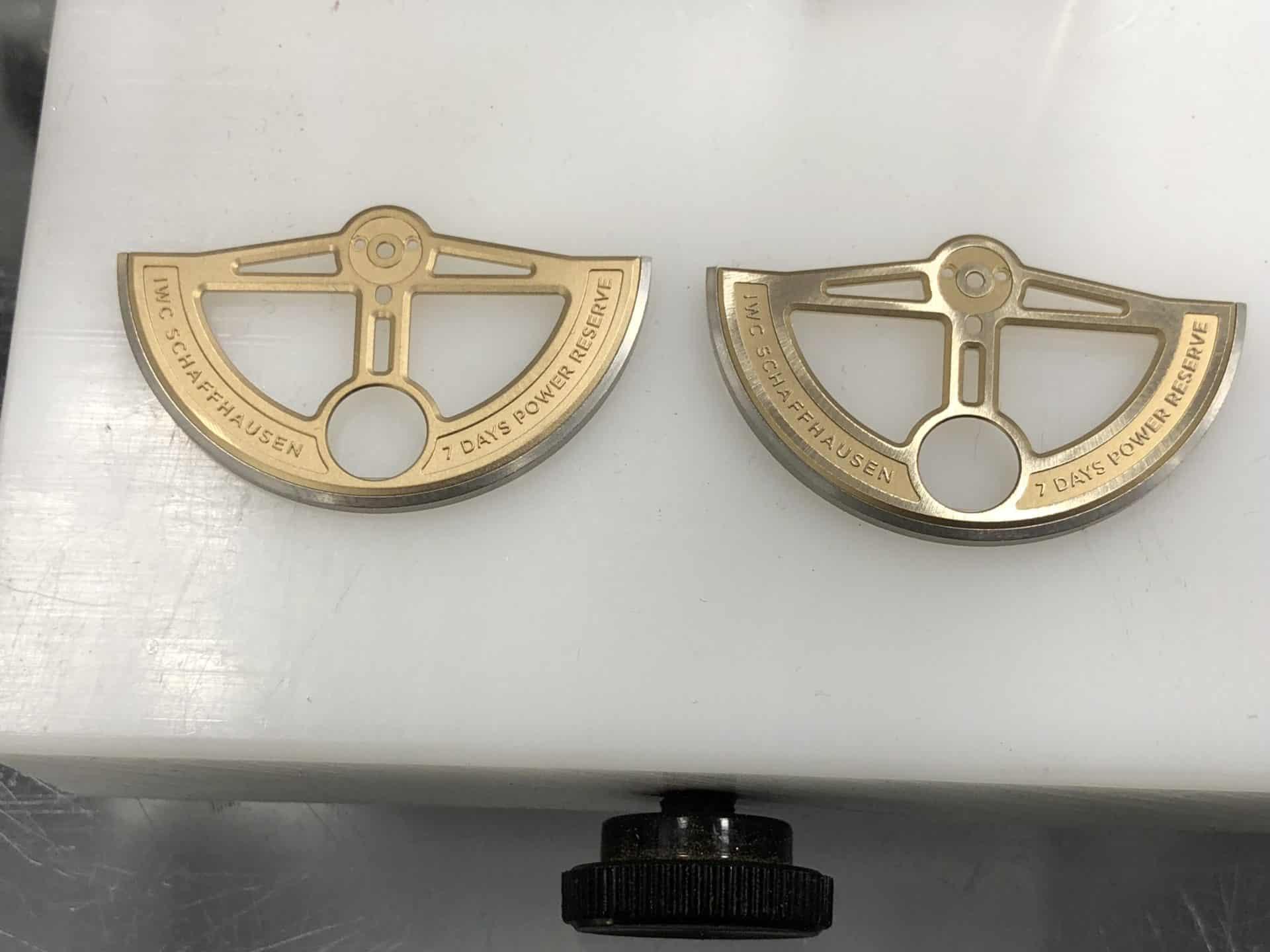 Die Dekoration des IWC Aufzugsrotors mit Genfer Streifen
