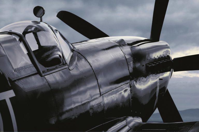 In frühen Jahren erfolgte die Luft-Navigation unter Zuhilfenahmen von Uhren. Entsprechend wichtig war der Schutz vor Magnetisierung.