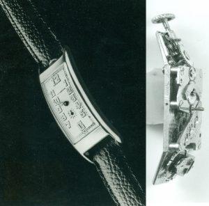 Die 1912 für Movado patentierte Polyplan besaß ein doppelt gekröpftes Uhrwerk.