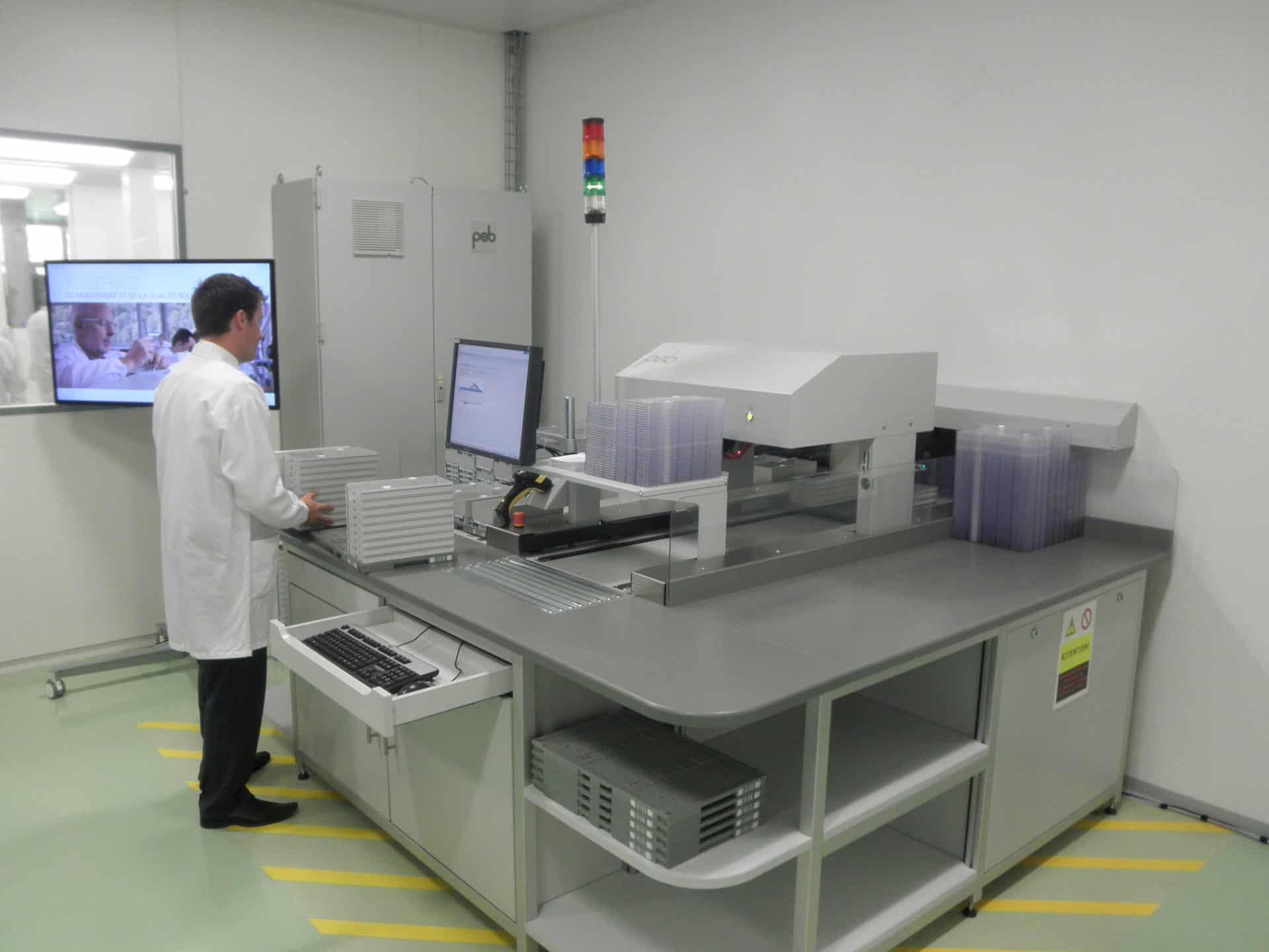 Bei Rolex in Biel erfolgt die Verwaltung des Hochlagers per Computer - Foto GLB