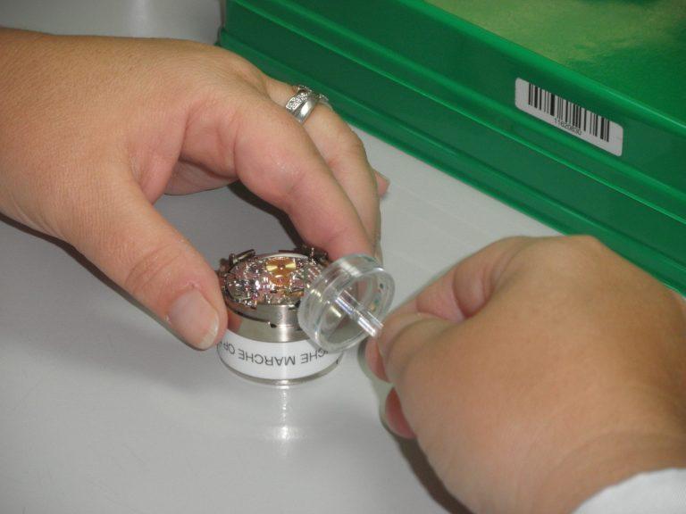 Rolex hat zum Einstellen der Microstella Schrauben spezielles Werkzeug