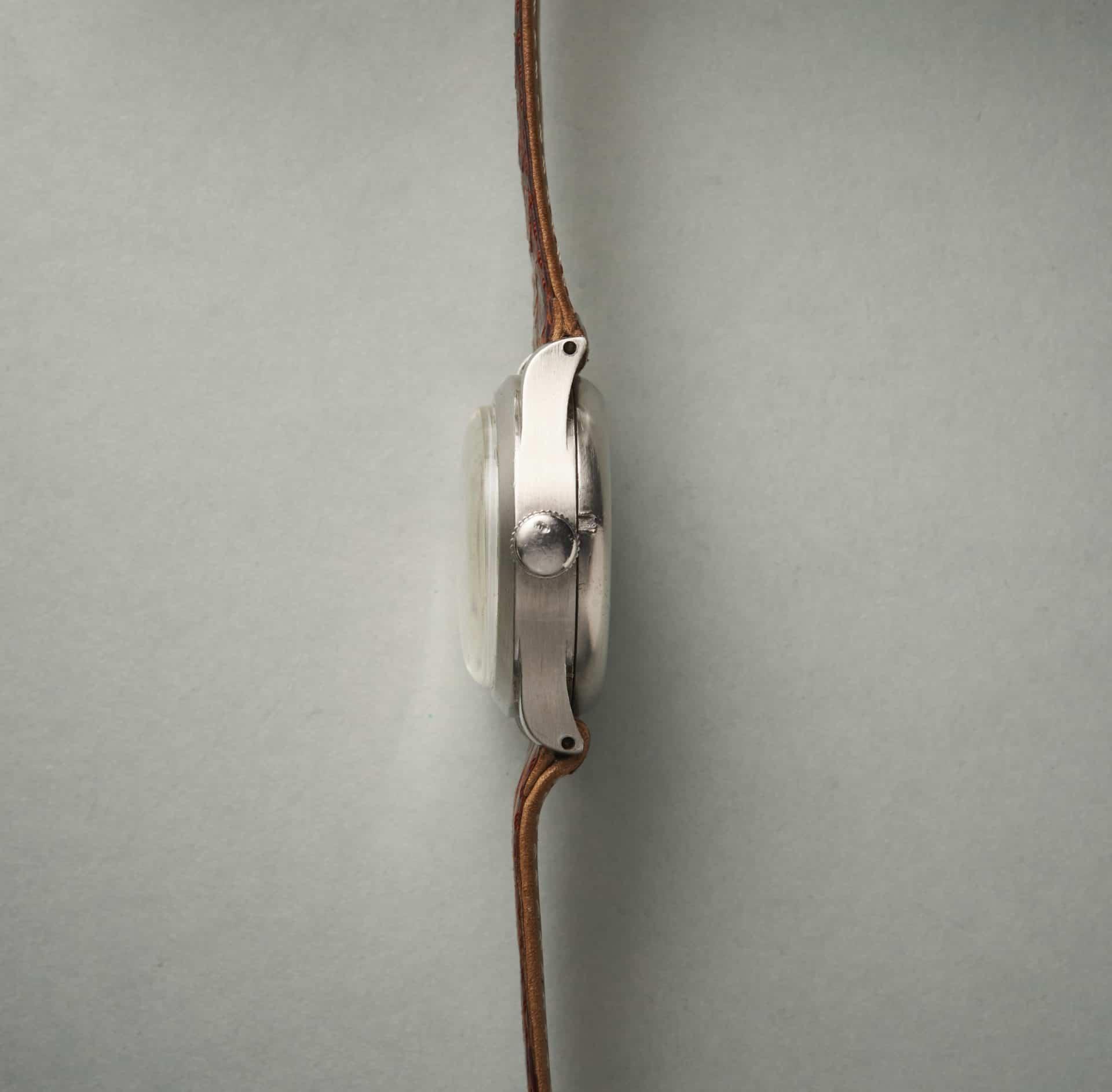 Schlank ist etwas anderes. Aber in der 1930-er Jahren bauten alle Automatik-Armbanduhren noch reichlich hoch.