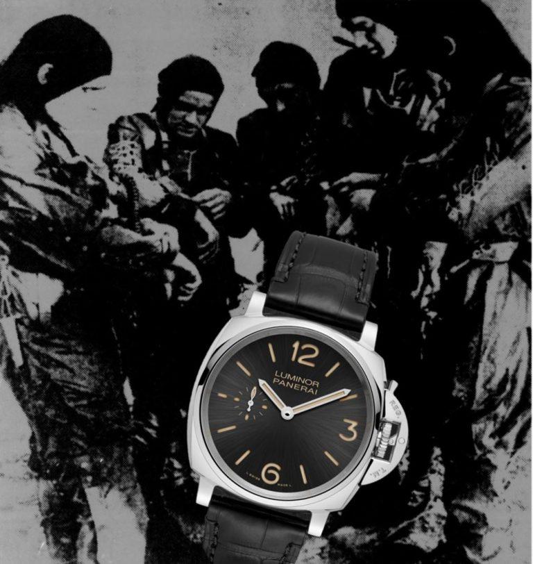 Kampftaucher mit ihrer Panerai am Arm beim Uhrenvergleich