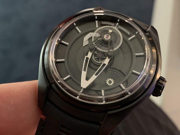 Die Freak X offeriert einen etwas günstigeren Preis, aber gleichbleibend ungewöhnliches Uhren-Design