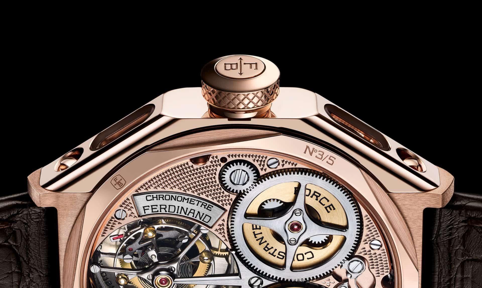Das von Hand veredelte Uhrwerk der F Berthoud in Roségold