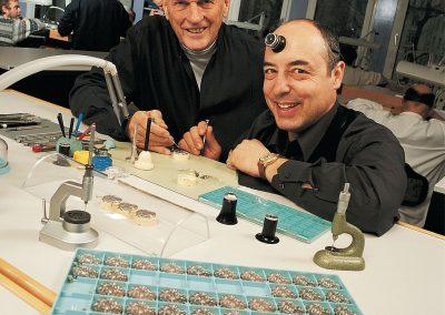 Rolf Schnyder und Ludwig Oechslin bei der Entwicklungsarbeit