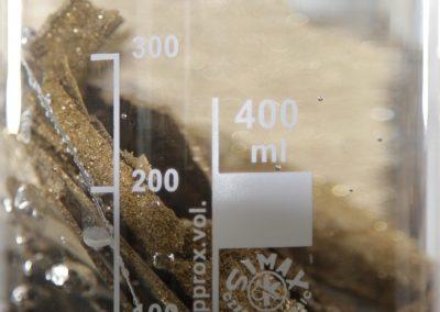 Bei 200 bar Druck geschieht das Durchdringen des flüssigen Golds in die Hohlräume der Keramik-Rohlinge