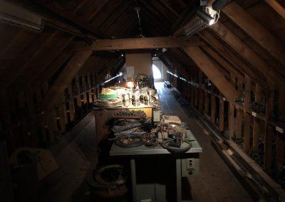 Der Dachboden als Versteck für El Primero Pläne und Maschinen