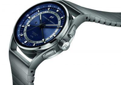 Die Porsche Design Globetimer mit blauem Zifferblatt und Titan Gehäuse wie Armband