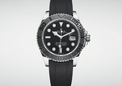 Die Rolex Yacht-Master in schwarz mit schwarzem Zifferblatt und schwarzer Lünette