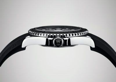 Die flache Bauweise der Rolex Yacht-Master lässt die Uhr elegant wirken.