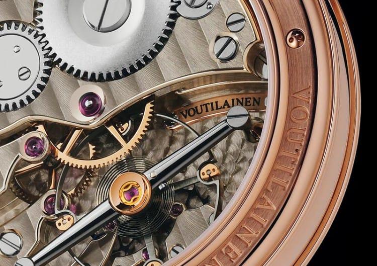 Kari Voutilainen Vingt-8 zeigt beim Blick ins Uhrwerk, warum dieser Uhrmacher einen besonderen Status genießt