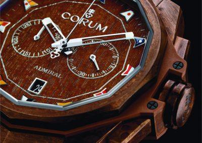 Die Corum Admiral Armbanduhr mit Bronzegehäuse und Holz-Zifferblatt