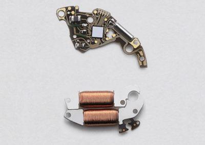 Das Tri-Syncro-Regulationssystem kontrolliert elektronisch die Präzision des mechanischen Uhrwerks