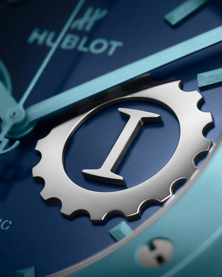 Den Glanzpunkt auf de Zifferblatt der Classic Fusion setzt das Garage Italia Logo