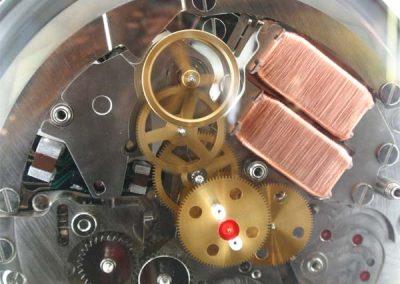 Die eingebauten Spulen in einem Spring Drive Uhr-Kaliber