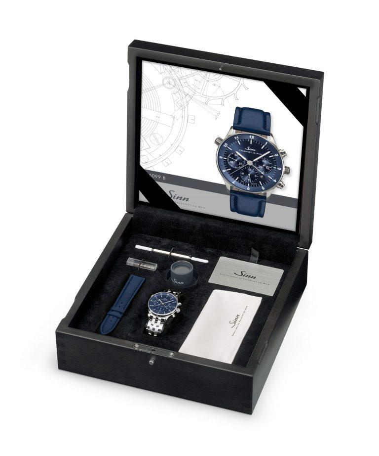 Mit der schönen Sinn Spezialuhr Ref. 6099B Box geht ein Armband in Stahl und Leder einher.