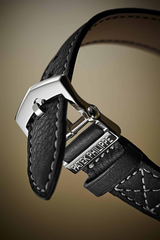 Feinstes Leder und Platin wird für das Armband der Patek Philippe Alarm Global Time verwendet