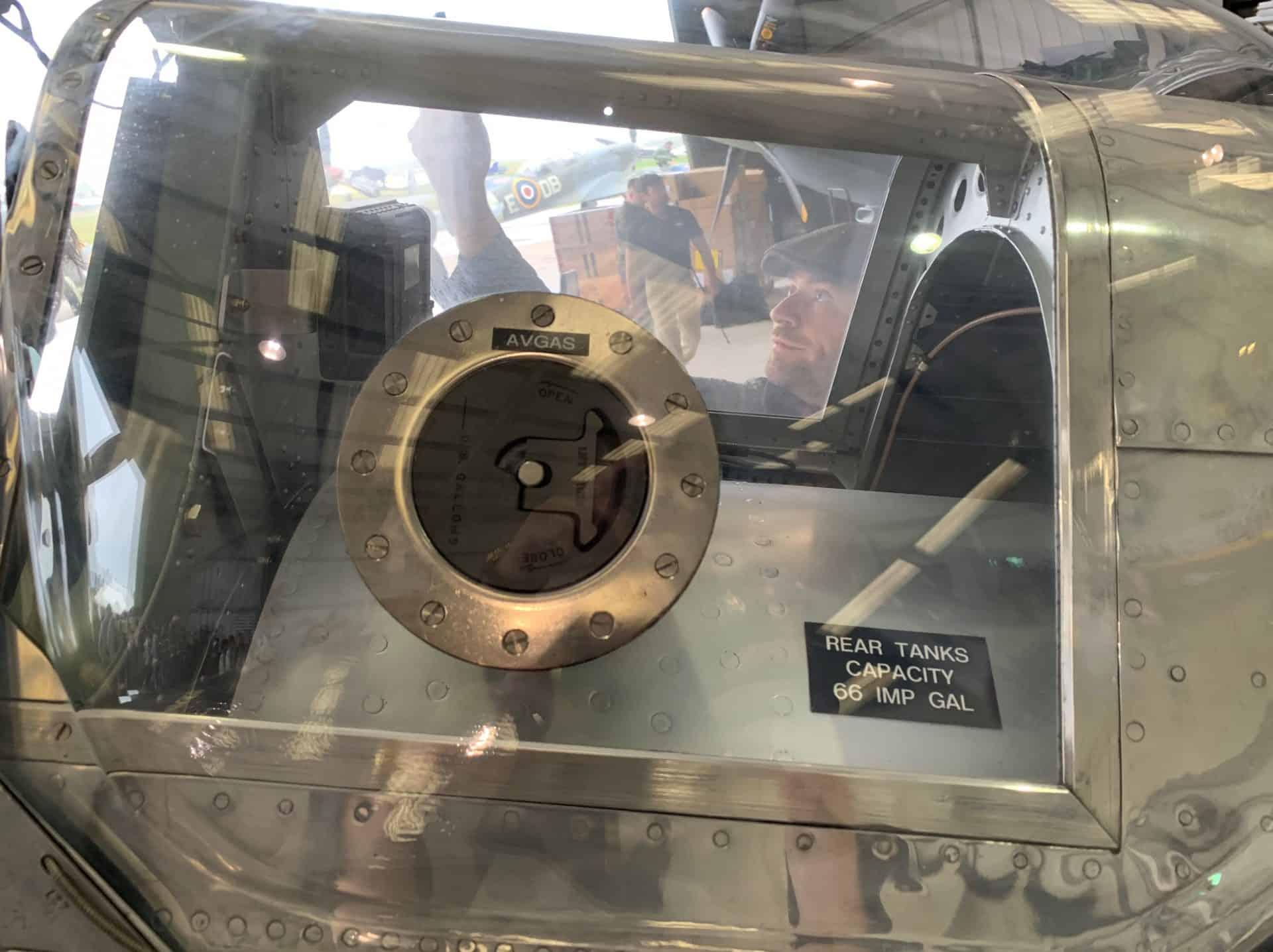 Die Zusatztanks der aufgerüsteten Spitfire