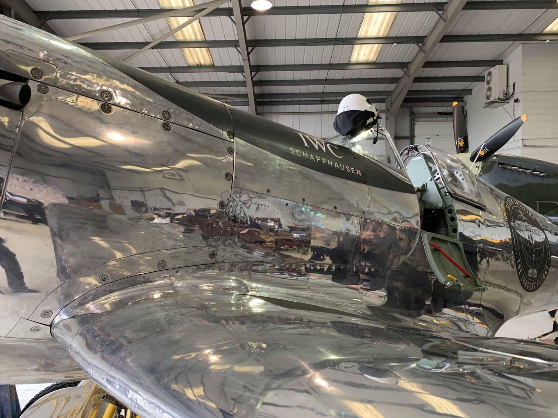 Silver Spitfire Außenhaut aus silbernem Metall