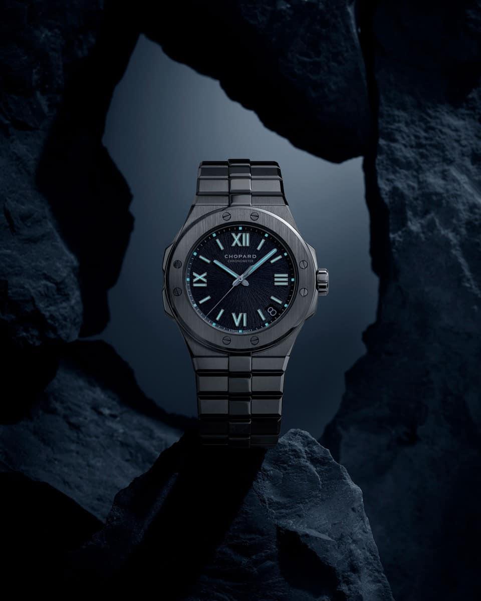 Ein Anzeigenmotiv mit dem neuen Chopard Alpine Eagle Uhrenmodell