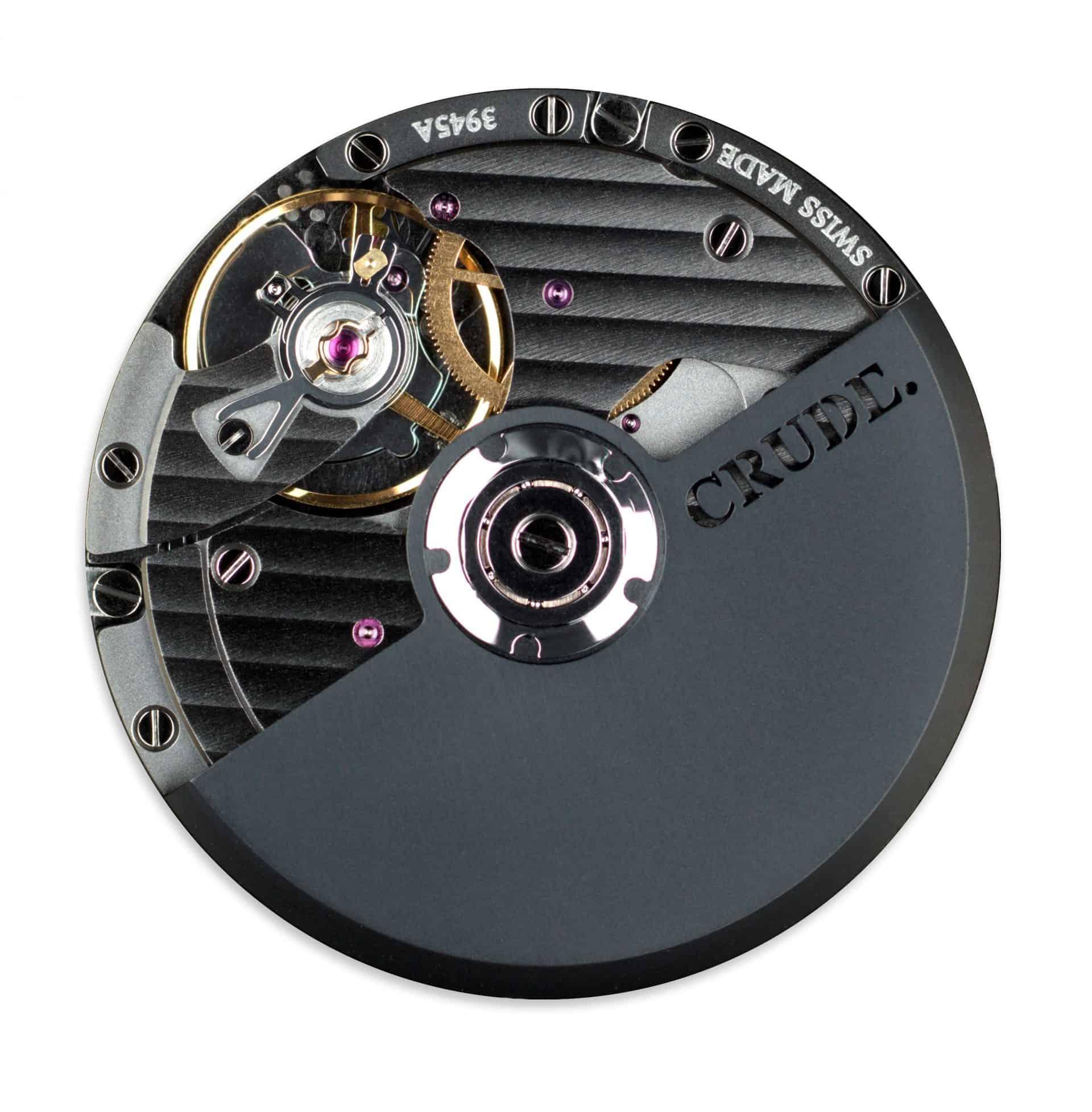 Das hochwertige Uhrwerk kommt von Eterna. Es wird mit Genfer Schliff, Black Rhodium und Crude-Stanzung aufgewertet